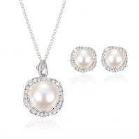 18ct White Gold Pearl And Diamond Studs And Pendant To Match